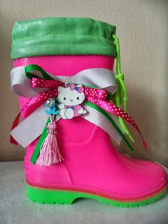fuchsia green wellies with hello kitty by ellishoes.blogspot.com