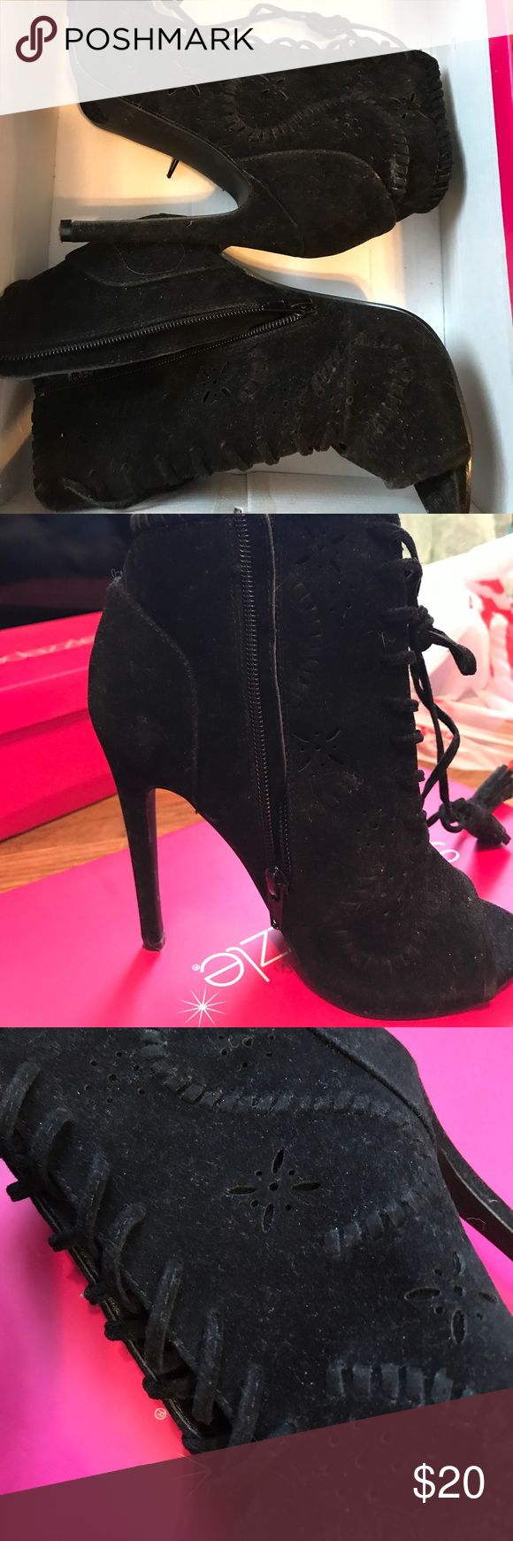 Shoe dazzle black booties Only worn once! Shoe Dazzle Shoes Ankle Boots & Booties