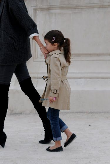 I must say this little darling has the perfect Fall outfit - loving the timeless trench, cropped skinnies, and classic black ballets.