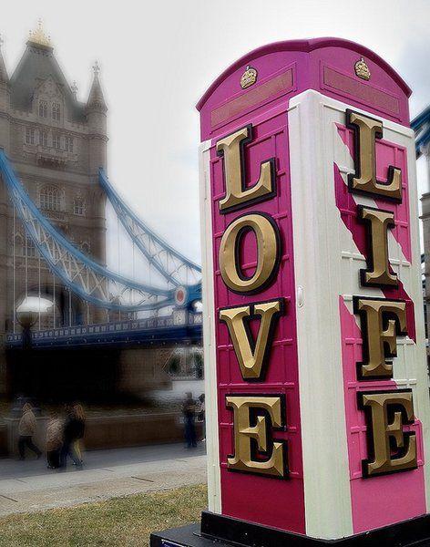 Top 15 des cabines téléphoniques de Londres revues et corrigées par des artistes | Topito
