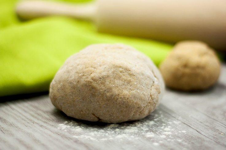 Der glutenfreie, low carb Hefeteig ist eine Alternative zum Hefeteig aus Weizen, der Gluten enthält. Außerdem gibt es auch noch eine vegane Variante.
