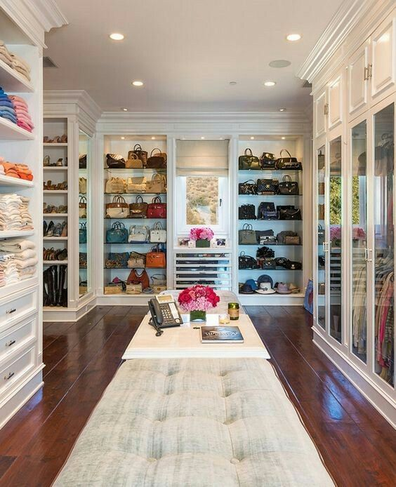 Una tienda en casa jajaja (walking closets)