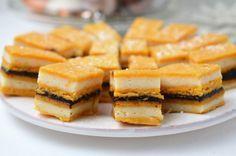 Prajitura Foi cu bulion este o reteta clasica de prajitura de casa, o reteta care nu trebuie sa lipseasca din caietul unei gospodine desavarsite!