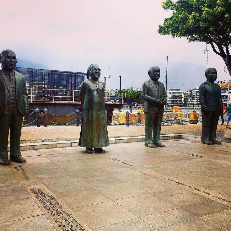 4 South African Nobel Laureates: Albert Luthuli Desmond Tutu F.W. De Klerk and Nelson Mandela / A 4 dél-Afrikai Nobel díjas szobra a Nobel téren Fokvárosban.  #fivesneakers #wecollectmemories