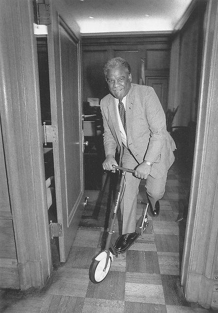 HAROLD WASHINGTON ON A SCOOTER (photo by Michelle V. Agins for Chicago Sun-Times)