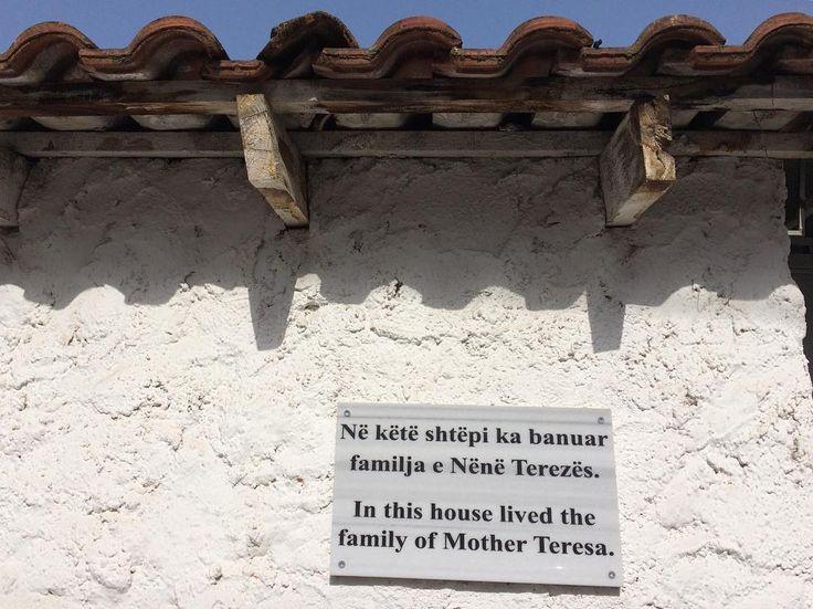Так, для информации #матьтереза была албанкой #постарымулочкам #интересныефакты #travel #albania #tirana #тирана #албания http://tipsrazzi.com/ipost/1505940000353006376/?code=BTmLHOWF7Mo