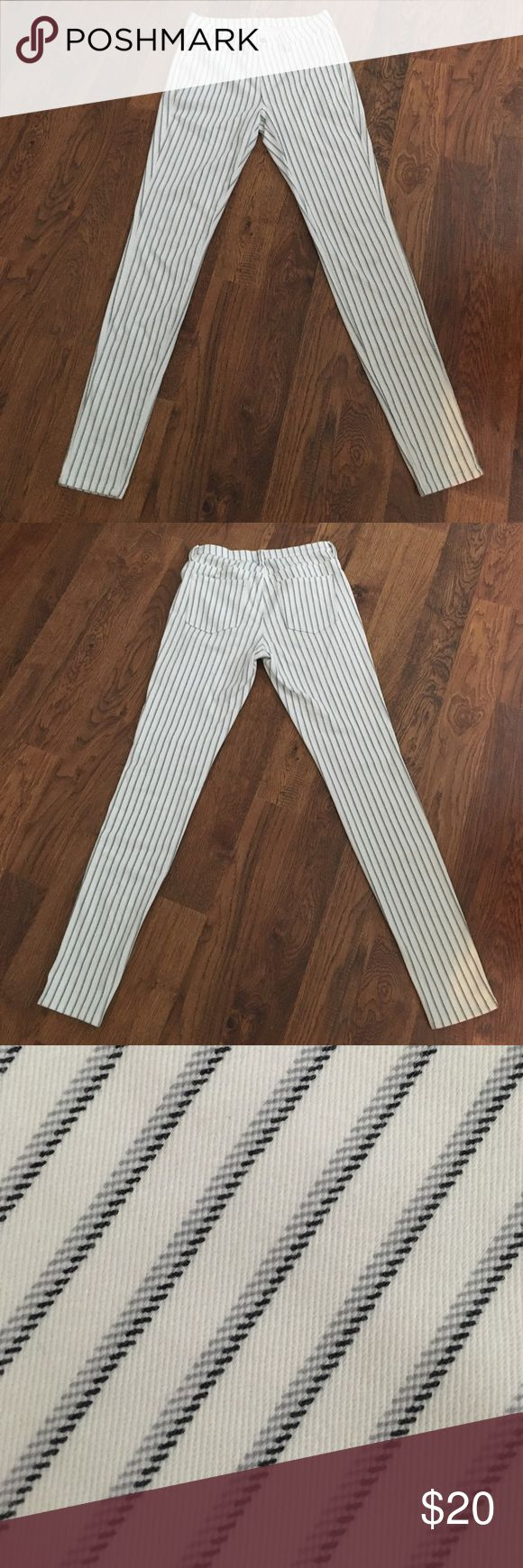 "Uniqlo leggings pants -- white stripe Uniqlo ""leggings pants"" with a gray/black stripe pattern, size S. Only worn a few times, so passing them along to someone else! Questions & offers welcome. Uniqlo Pants Leggings"