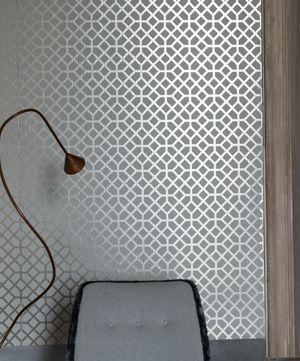 Tapeten Pisani från Designers Guild online hos Engelska Tapetmagasinet | Tapeter | Inredning | Göteborg | Shiny Wallpaper  | Geometric | Grey