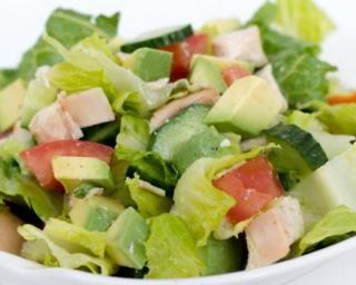 Salade détox au poulet et avocat par Julie