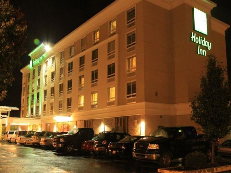 Portsmouth (OH) Holiday Inn Portsmouth Downtown United States, North America The 4-star Holiday Inn Portsmouth Downtown offers comfort and convenience whether you're on business or holiday in Portsmouth (OH). Both business travelers and tourists can enjoy the hotel's facilities and services. Facilities for disabled guests, Wi-Fi in public areas, car park, room service, business center are just some of the facilities on offer. Some of the well-appointed guestrooms feature non s...