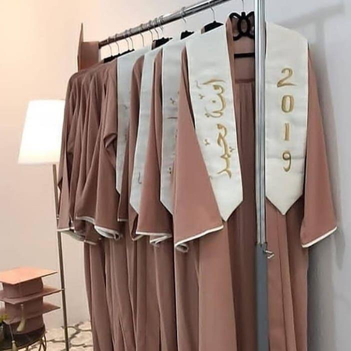 Pin By استديو فلة On Gateaux De Graduation Graduation Gown Graduation Cupcake Toppers Graduation Cupcakes