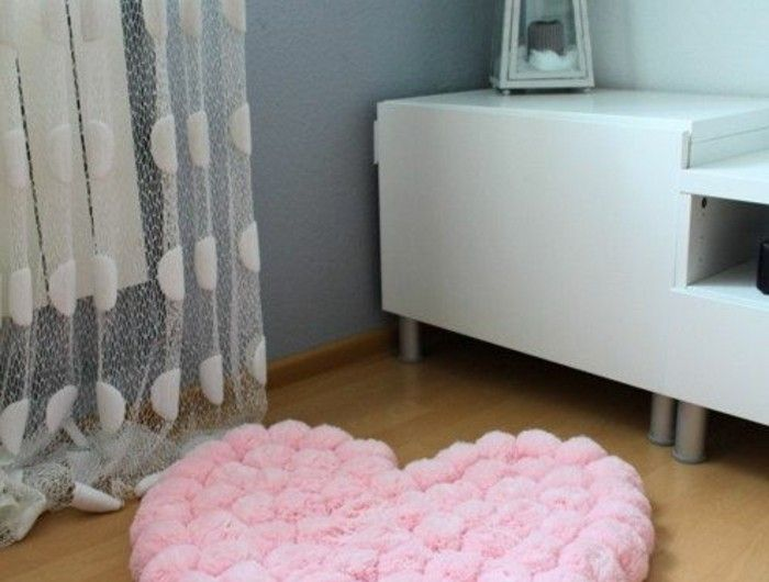 les 25 meilleures id es de la cat gorie tapis de pompon. Black Bedroom Furniture Sets. Home Design Ideas