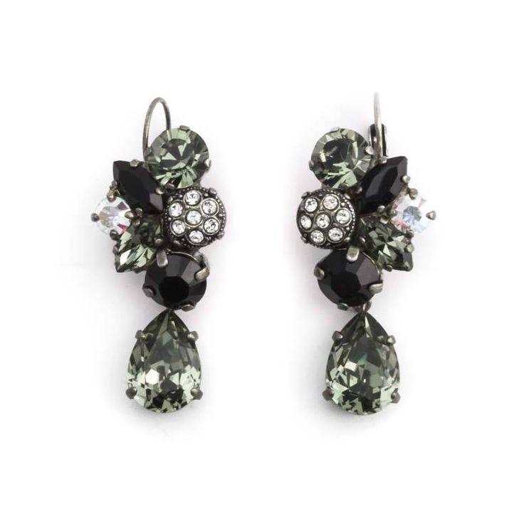 Deze fraaie grijs zwarte oorbellen van Moliere Paris koop je bij Aurora Patina, de leukste sieraden webshop van Nederland.