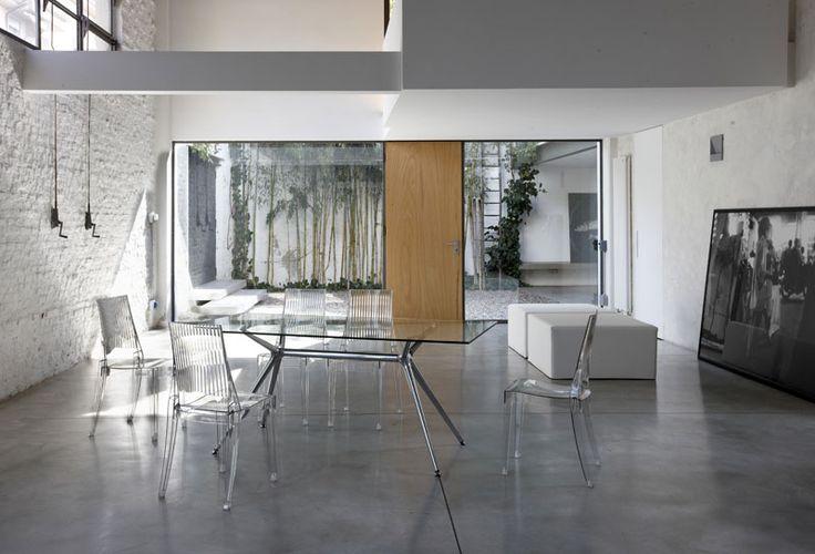 Ambiance design avec les chaises en plexi MIA