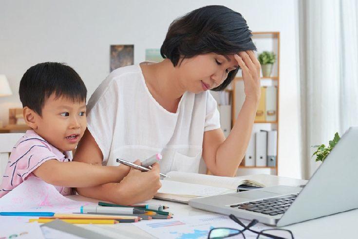 Tahukah kamu, kalau membawa pekerjaan kantor ke rumah bisa menimbulkan efek yang buruk bagi kesehatan.   #wanita #kantor