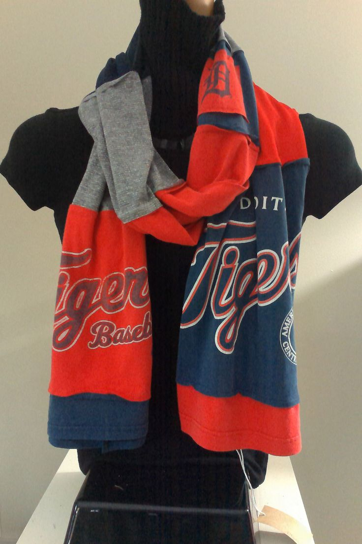 SOLD.  ITEM #DTGRS02: Detroit Tigers baseball scarf. Measures approx.. 84 in long.