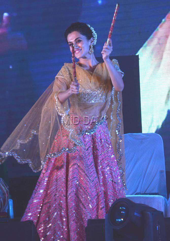 Photos: Varun Dhawan, Taapsee Pannu at a Navratri event in Ahmedabad - Entertainment