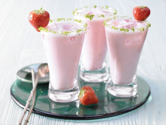 Rhubarb-Strawberry Smoothie with Quark | Eat Smarter