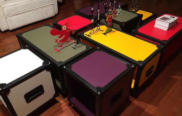 Módulos com rodinhas da Girante. As peças são muito versáteis e podem ser usadas como mesa, gaveteiro, rack, baú e mais