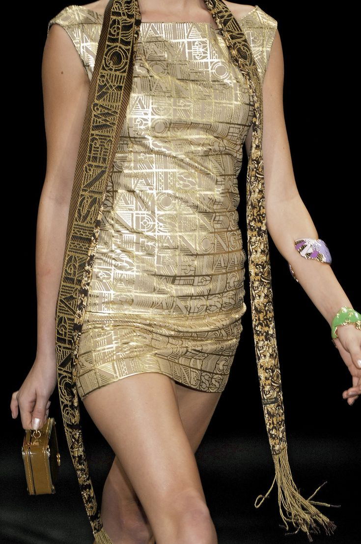 77 details photos of Basso & Brooke at London Fashion Week Spring 2007.