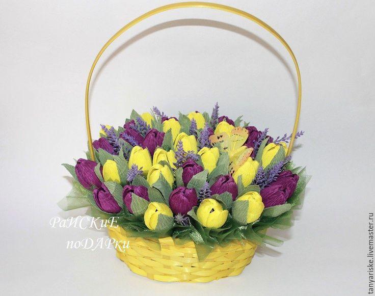 Купить Корзина с крокусами и тюльпанами - сладкий подарок, сладкий букет, букет из конфет, свит дизайн