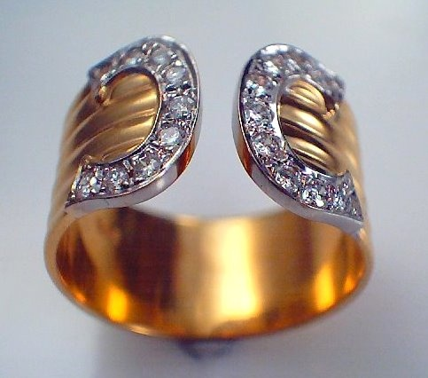 Diamond Collar ring in a Chanel style in 18ct yellow gold and diamonds