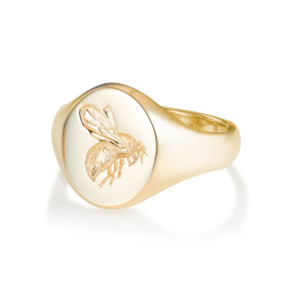 18ct Yellow Gold Signet Ring - Oval Small Busy Bee | Rebus Signet Rings | Rebus Signet Rings