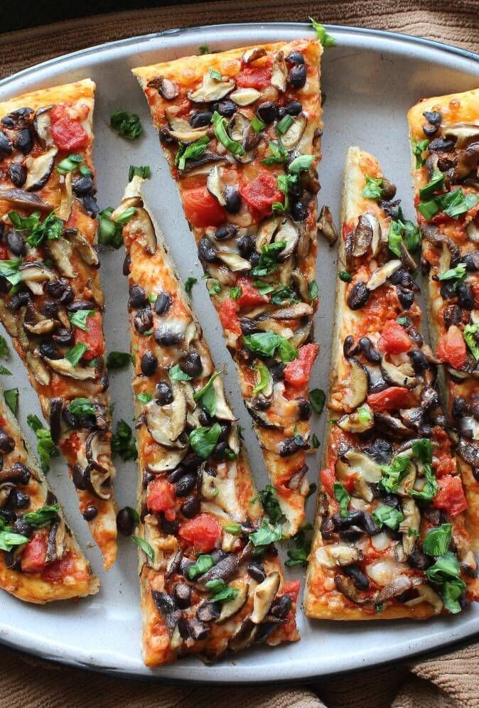 Mexican Style Baby Shiitake Mushroom Pizza Recipe + 20 more Pizza Recipes #Vegan…