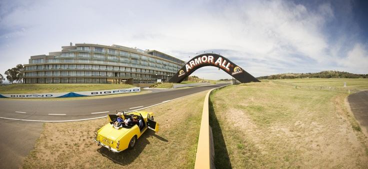 Famous for Australia's most popular endurance car race, the annual Bathurst 1000 (2nd Sunday in October) - and there is no better position than Rydges Hotel, right on Conrod Straight.