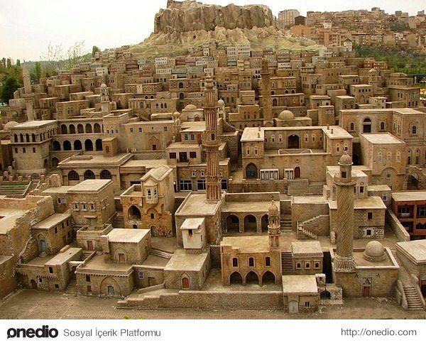 Mardin Sehir kesme taşlarla yapılan evleriyle ünlüdür.