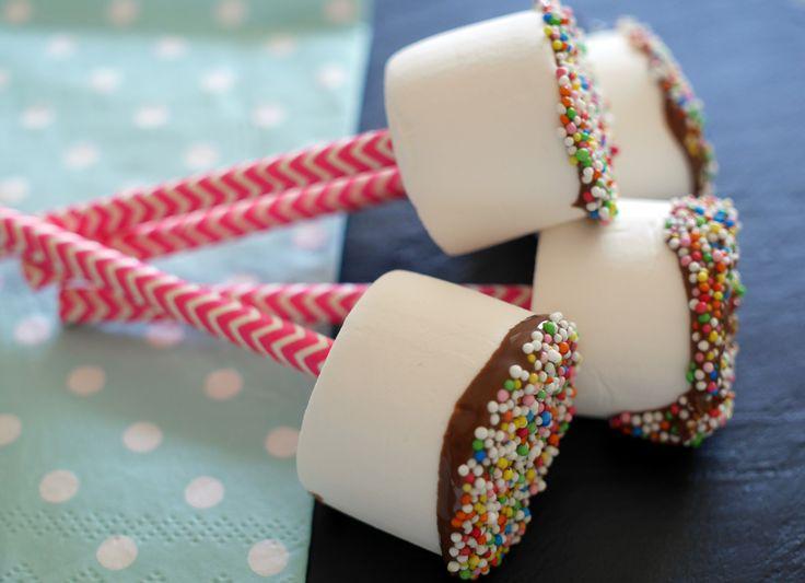 marshmallow op een stokje, leuk als traktatie | foodaholic