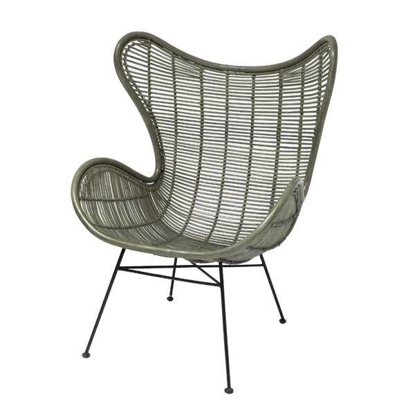 Wow, wat een design. Prachtig, dat is deze rotan stoel van HK-living. De rondingen en smalle poten maken het een trendy geheel, die ook nog eens heel lekker zit