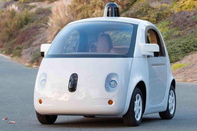 Samokierujące się auto Google z poduszkami powietrznymi na zewnątrz