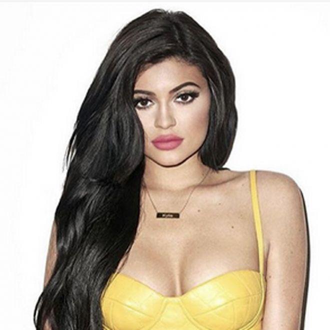Maquillaje de labios de Kylie Jenner con tonos rosas #maquillajedelabios