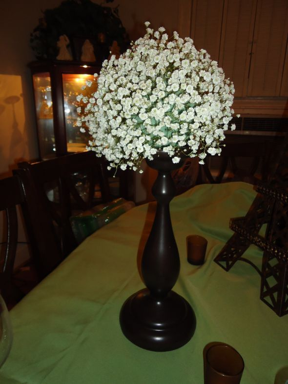 Baby's Breath DIY Centerpiece :  wedding babys breath centerpieces --would be pretty in a deep jewel red/cranberry vase.