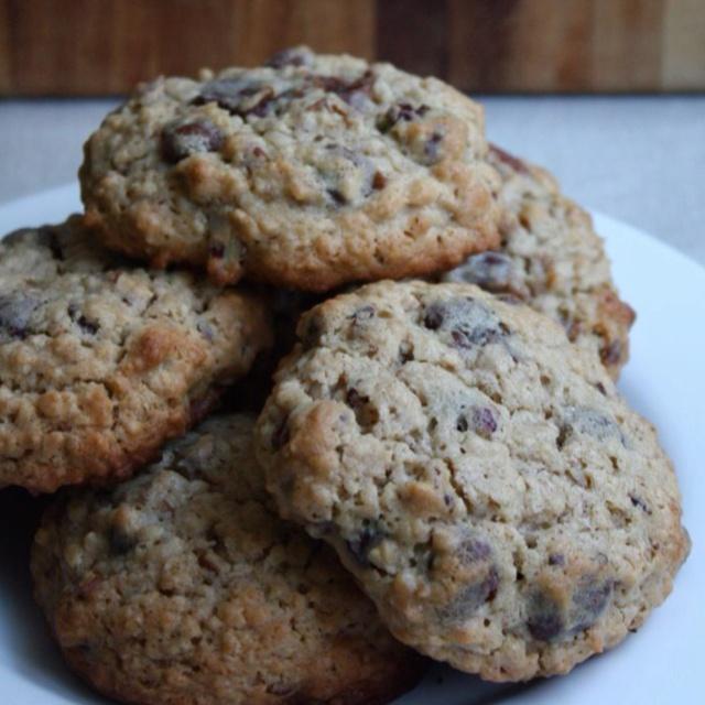 Giant Oatmeal Raisinet Cookies | FOOD & LIBATIONS | Pinterest