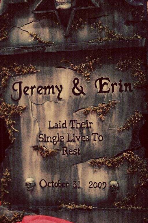 Halloween Wedding Tombstone omg I'm in love perfect for the Halloween wedding we are gonna have !!! Jay will prob hate it but this will be a must