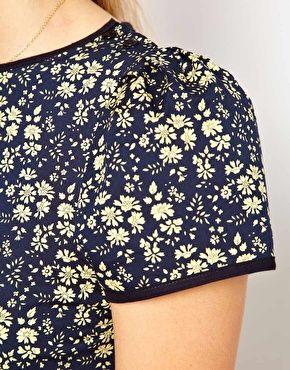 Sessun Cap Sleeve Dress in Liberty Floral Print avec le capel marine