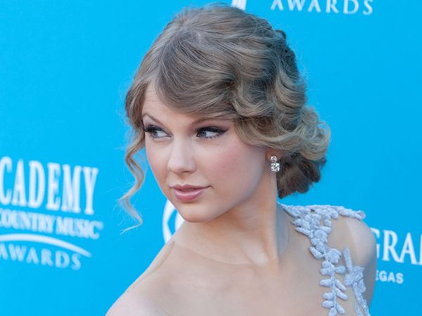 Taylor Swift. #casamento #penteados #noivas #famosas #vintage #ondas #anos20