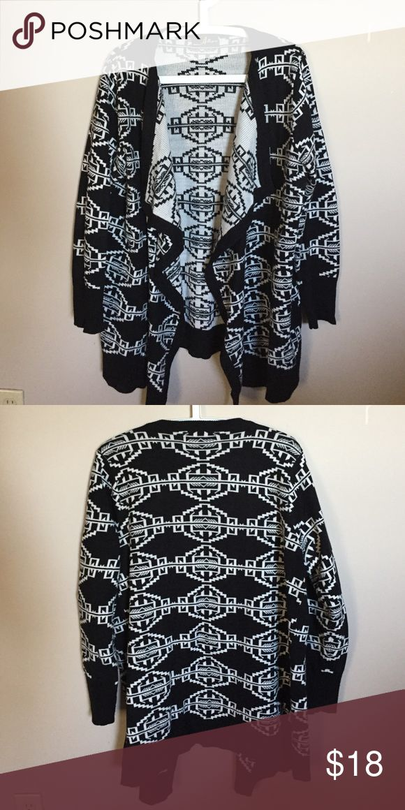 Allegra K 2X Navajo Print Sweater Great condition. Looks cute with jeans or leggings! Very flattering and slimming! Allegra K Sweaters