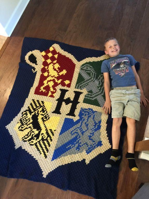 I crocheted this Hogwarts Crest blanket for my son. : harrypotter