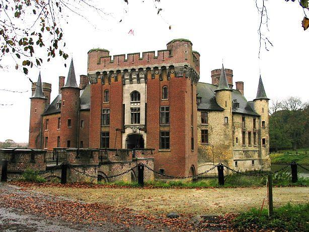 Wijnendale castle ravenstein in west flanders belgium for Interieur bedrijf