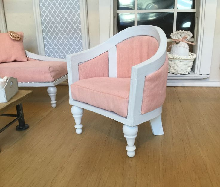 Wingchair for dolls in 1:6 scle