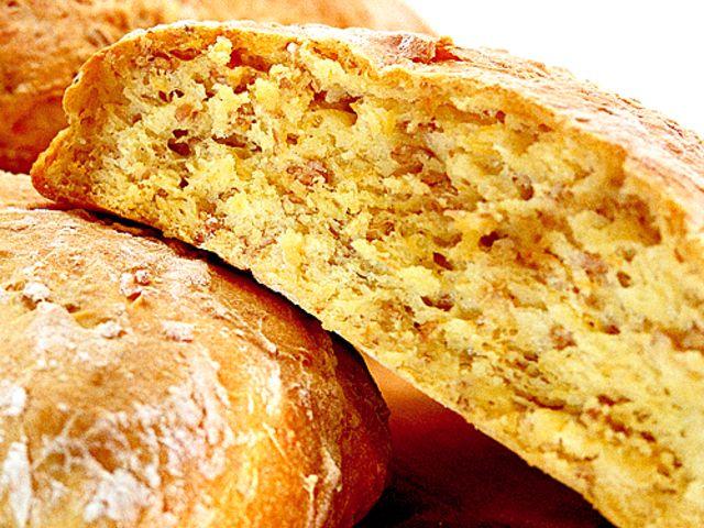 Lantbröd med rågkross, aprikos och morot