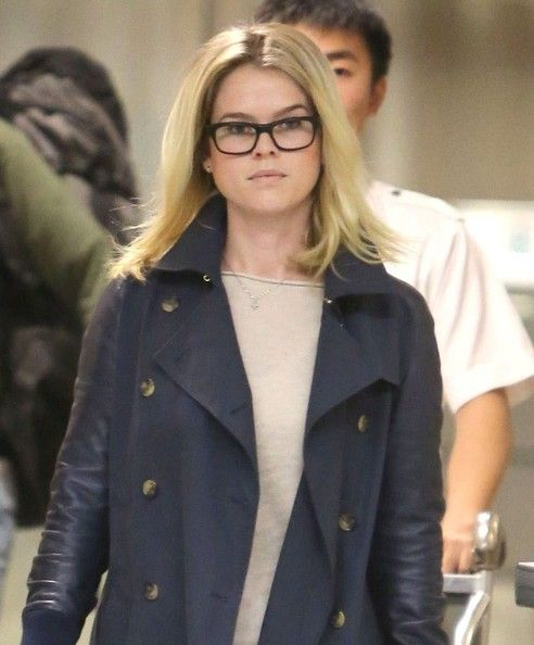 Alice Eve Photos - 'Eye Of Winter' actress Alice Eve arriving on a flight at LAX airport in Los Angeles, California on Januaray 5, 2013. - Alice Eve Arriving On A Flight At LAX