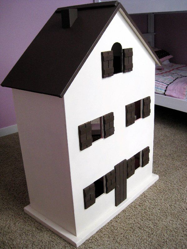 For the past few weeks, the major project around here was a dollhouse and furniture for my 4 year old girls' Christmas present.  They had b...