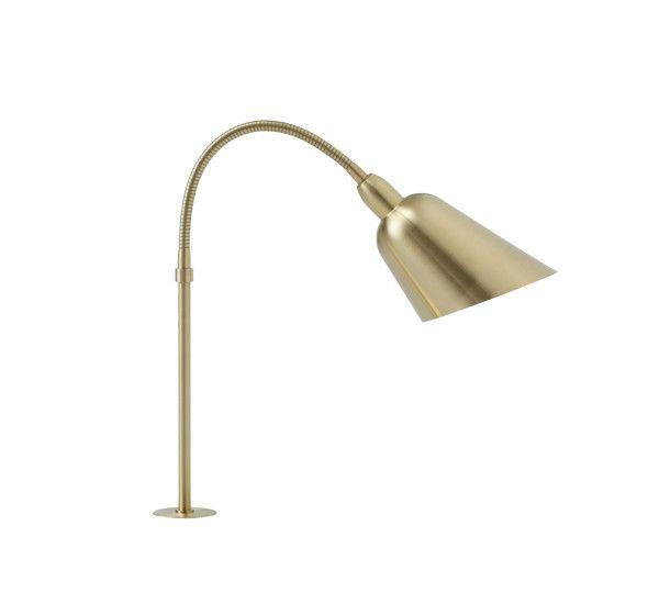 Bellevue Plug-in è una lampada da tavolo in ottone lucido satinato oppure ottone lucido satinato con alluminio laccato e acciaio realizzata da Arne Jacobsen per &Tradiction. In omaggio ai leggendari progetti architettonici Bellevue di Arne Jacobsen, la lampada Bellevue è presentata in tutta la sua autenticità, una bella lampada da tavolo plug-in che si presenta in due versioni: con e senza interruttore. Con il caratteristico collo di cigno e la tonalità di 45 gradi, è la quintessenza dell...