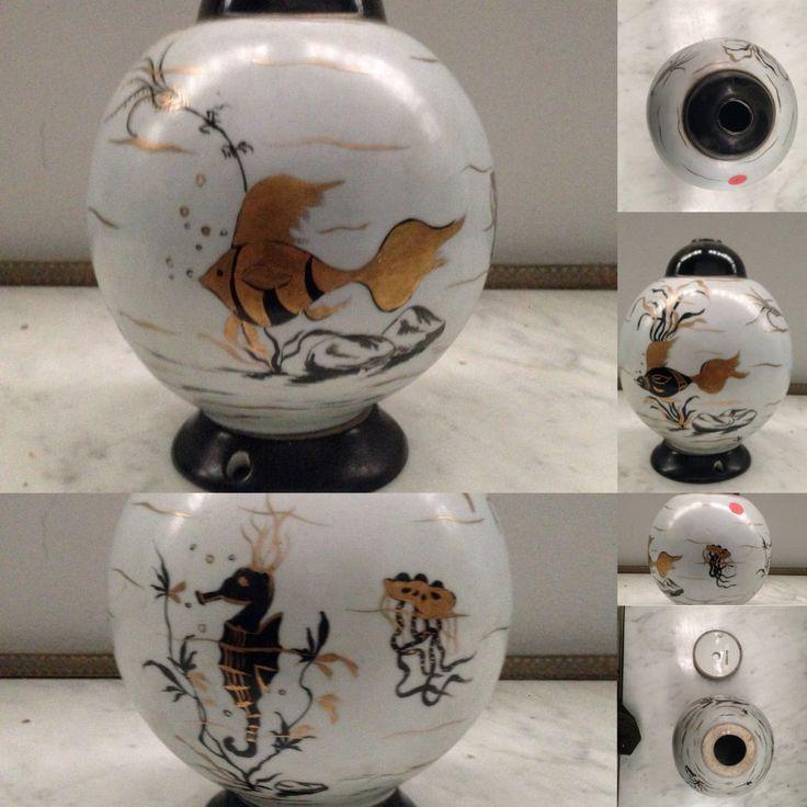 vase boule en porcelaine ,décor d hippocampe, poisons doré, algues . XX siècle .