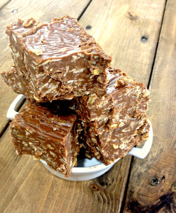 No-Bake Bars ~ Peanut Butter Oatmeal Bars with Coconut, Peanut Butter, Chocolate and Oats!