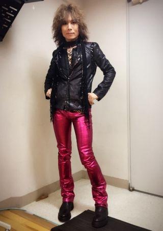 """廣瀬〝HEESEY″洋一 OFFICIAL WEBSITEこのパンツ、赤に見えたみたいだけどちゃいます、ローズピンクです。 アリーナツアーとかで穿いてたパープルのパンツに次ぐ、""""色エロ""""パンツ第2弾!"""